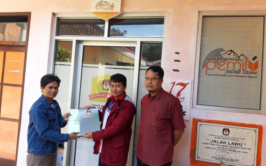 Penyerahan Hasil Laporan Penerimaan dan Pengeluaran Dana Kampanye dari KAP (Kantor Akuntan Publik) oleh KPU Magetan