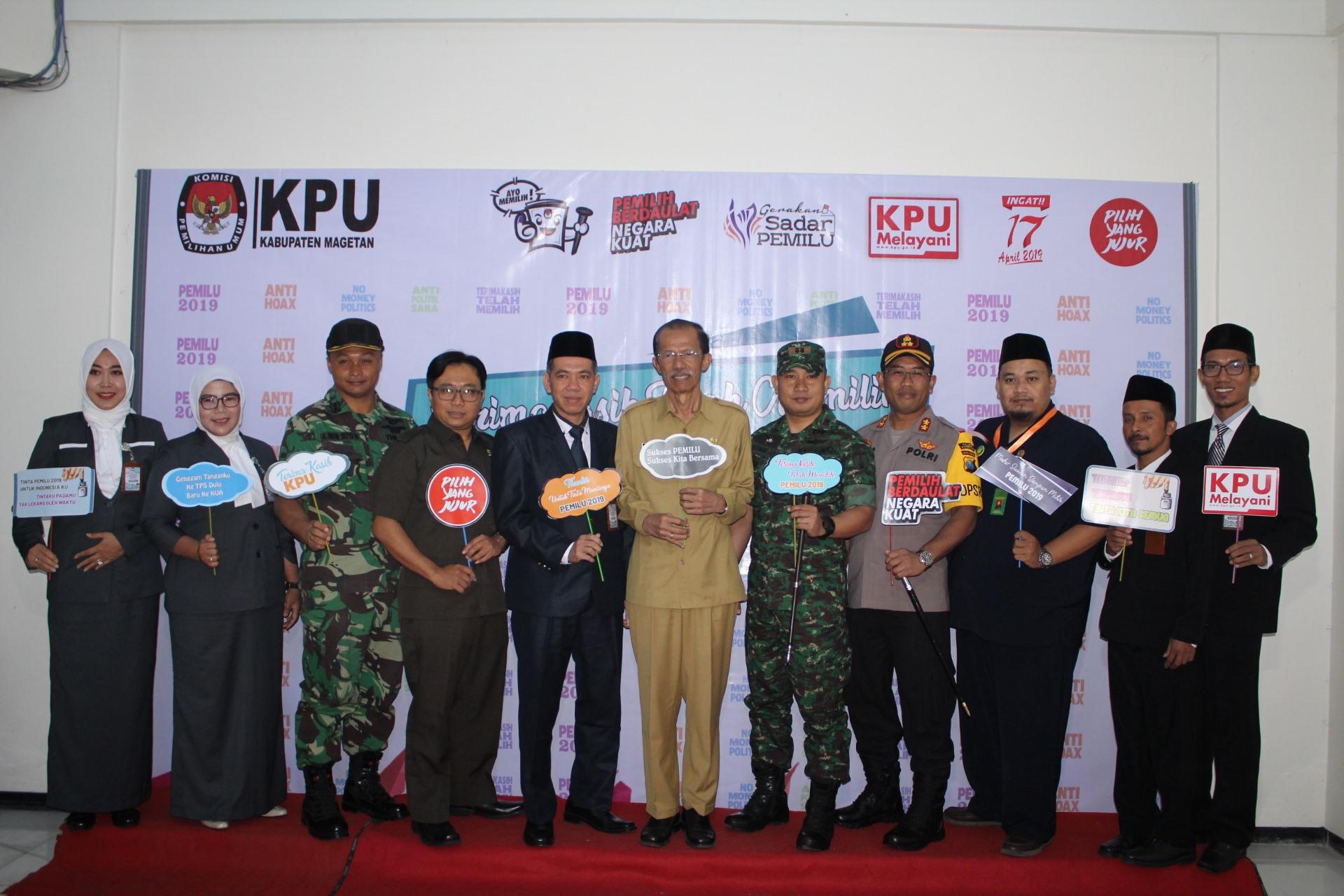 Foto bersama Bupati, KPU, TNI, POLRI dalam Acara Terimakasih Telah Memilih